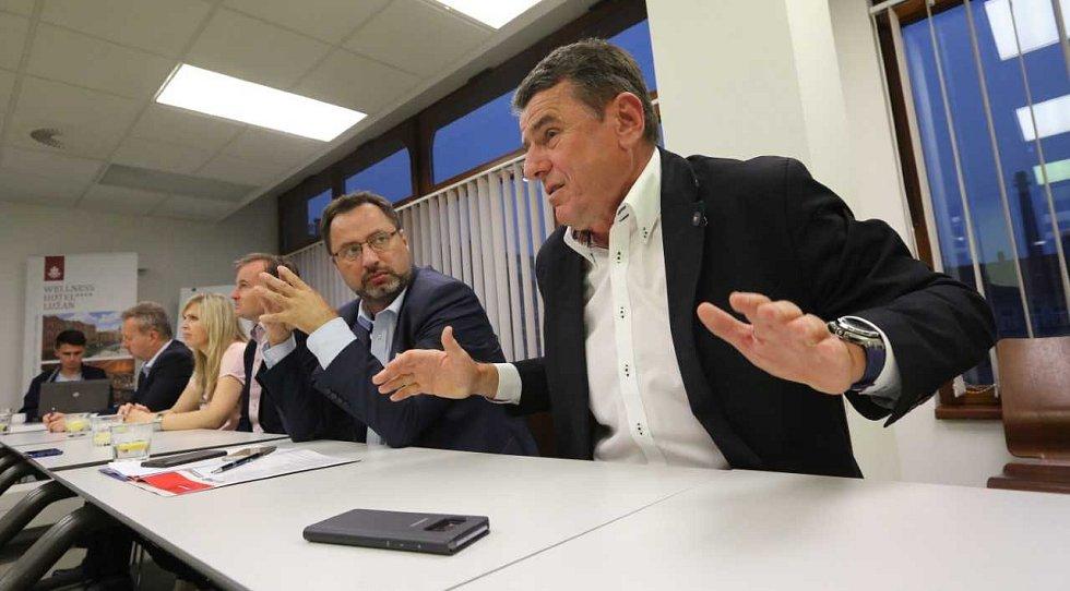Ústecký podnikatel Milan Horák se během debaty o mzdách rozohnil.