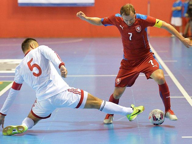 Futsalová reprezentace (vpravo Lukáš Rešetár) se po 23 letech vrací do Ústí.
