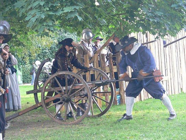 Mezi švédskými vojáky, rabujících Ústecko, se nacházela i artilerie generála Torstensona, vypadala jako dělostřelci na snímku.