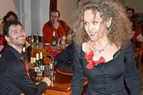 Ve stylu Carmen a výborným sólistou baletu Severočeského divadla, Vladimirem Gončarovem zakončili v Chabařovicích taneční kurz pro dospělé.