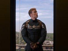 Šílené honičky a dobrodružství, která mají zachránit svět. I to je návrat Captaina Americy na plátna kin.