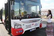 Nové autobusy ústeckého dopravního podniku pokřtily významné sportovní osobnosti města.