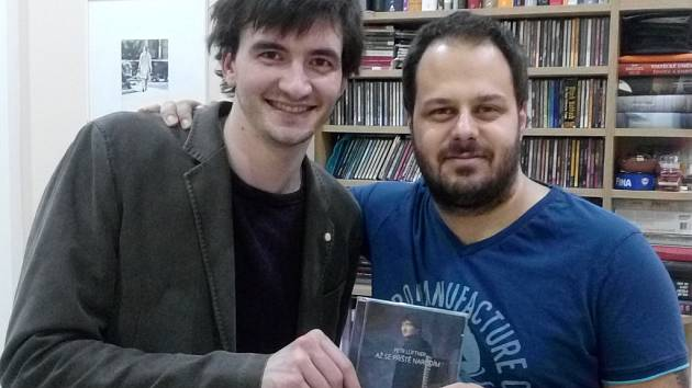PÍSNIČKÁŘ LÜFTNER s Xindlem X, producentem svého prvního alba Až se příště narodím.