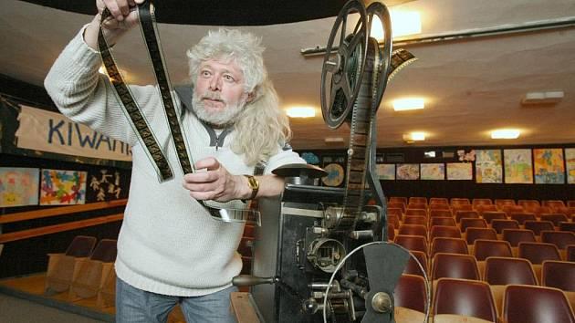 Majitel kina Biograf u Františka František Šmahel.