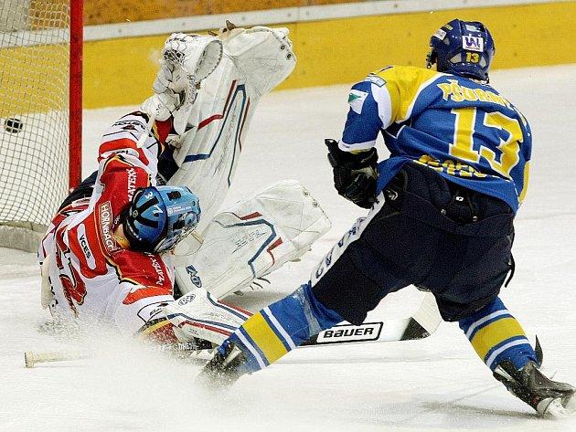 Ústečtí hokejisté v Hradci utrpěli debakl. Stav semifinálové série je vyrovnaný 2:2.