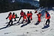 Týdenní lyžařský výcvik žáků 4. a 7. tříd Fakultní základní školy České mládeže v Krkonoších
