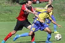 Fotbalisté Brné (červení) doma porazili Lovosice B 3:1.