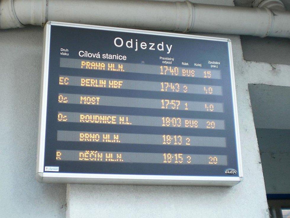 Vykolejený CityElefant ve Vaňově.