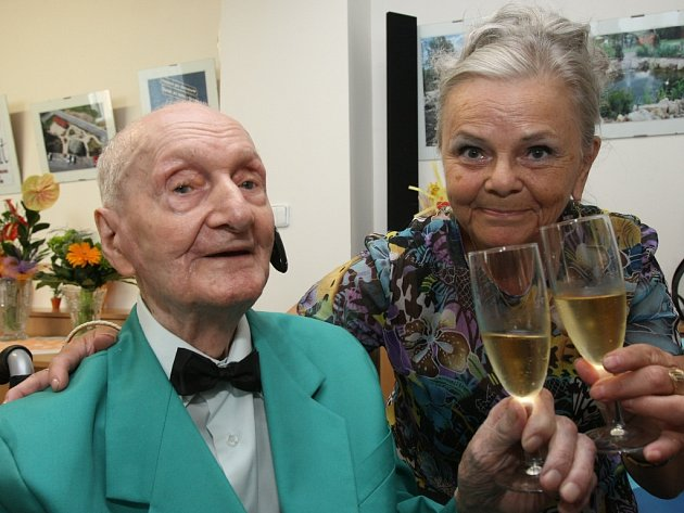 Antonín Kovář, nejstarší Ústečan, oslavil 105. narozeniny s úsměvem.