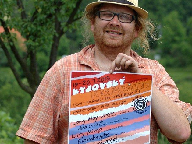 Jaroslav Navara s plakátem Kyjovského festiválku 2013.