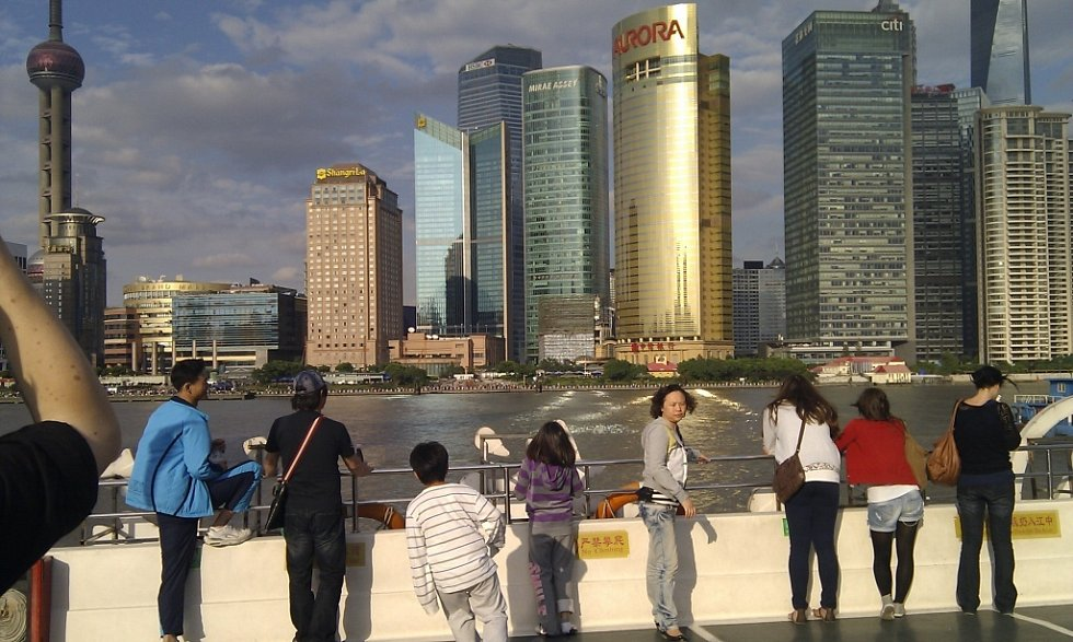 Fotografii z výletu lodí částí PuDong v čínské Šanghaji poslal B. Procházka z Mostu.