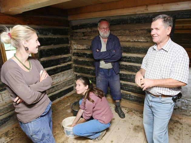 Na rekonstrukci mlýna se už mnoho let podílí i studenti historie ústecké Univerzity Jana Evangelisty Purkyně.