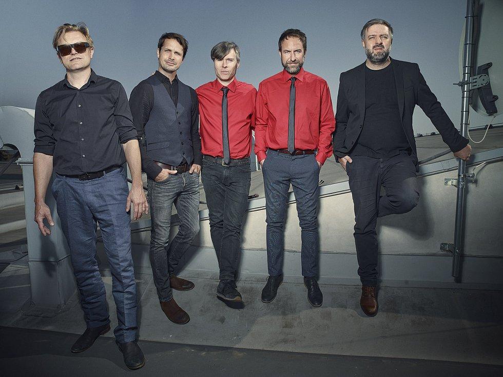 Slavná Hanspaulská kapela pózovala fotografovi Salimovi Issovi.