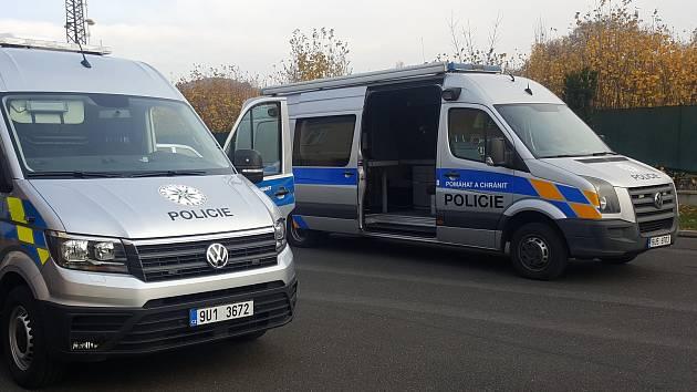 Krajští dopravní policisté mají nové auto. Poslouží jim pro kontroly komerční osobní a nákladní d