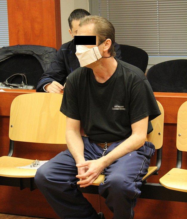 Obžalovaný z pokusu o vraždu v Lounech u soudu v Ústí nad Labem