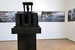 Zóna 1981 - 1992 - 1994 - 2013 je název výstavy, kterou připravila Severočeská galerie výtvarného umění v Litoměřicích a Občanské sdružení Symposion.