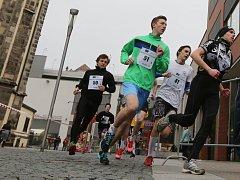 Na dvaačtyřicet kilometrů dlouhé trase spolu bojovali desetičlenné štafetové týmy středoškoláků z Ústeckého kraje.