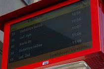 Inteligentní zastávky s elektronickými informačními tabulemi.