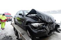 Kvůli nehodám je zcela uzavřena dálnice D8 na Ústecku poblíž hranic s Německem.