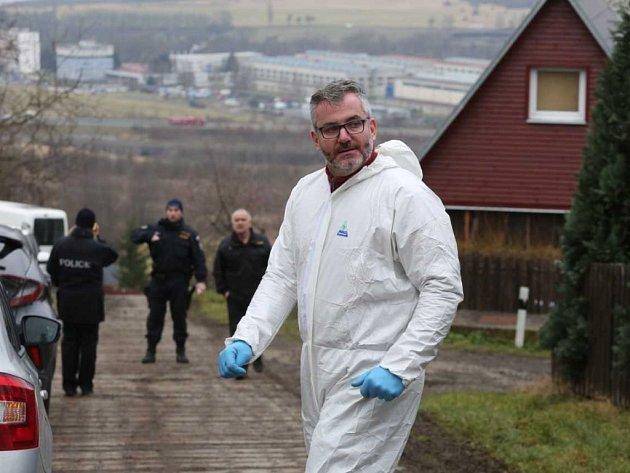 Na místě hrůzného nálezu probíhá intenzivní vyšetřování.