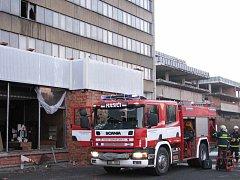 Zásah hasičů u požáru hotelu Máj
