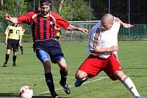 Fotbalisté Střekova (bílé dresy) doma rozdrtili Březiny vysoko 7:1.
