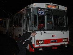 POSLEDNÍ JÍZDA jediného kusu trolejbusu Škoda 15 Tr v Ústí nad Labem.
