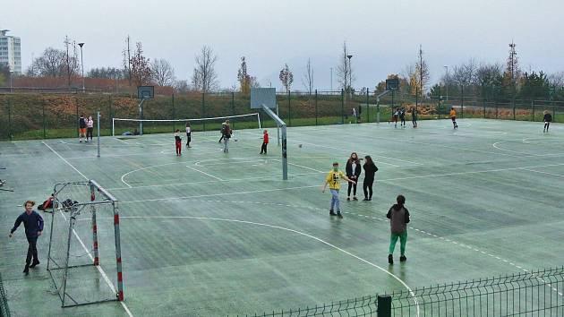 Venkovní sportoviště v Ústí nad Labem.
