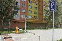 Placené parkoviště ve Větrné ulici.
