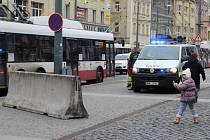 """KONTROVERZNÍ ZÁTARASY na Mírovém náměstí v Ústí si vysloužily přezdívku """"barikády od Merkelové""""."""