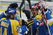Ústečtí hokejisté po dvou porážkách konečně zvítězili. Na ledě Chrudimi vyhráli 4:3 po nájezdech.