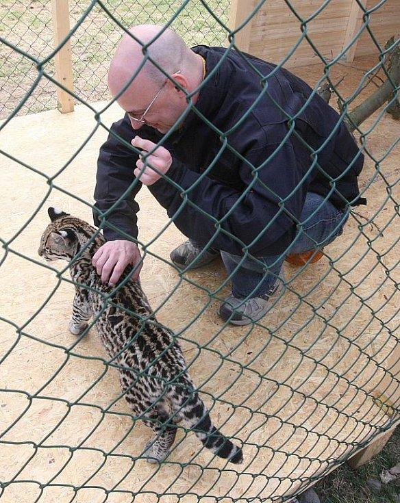 Práce s divokou zvěří vyžaduje ostražitost.