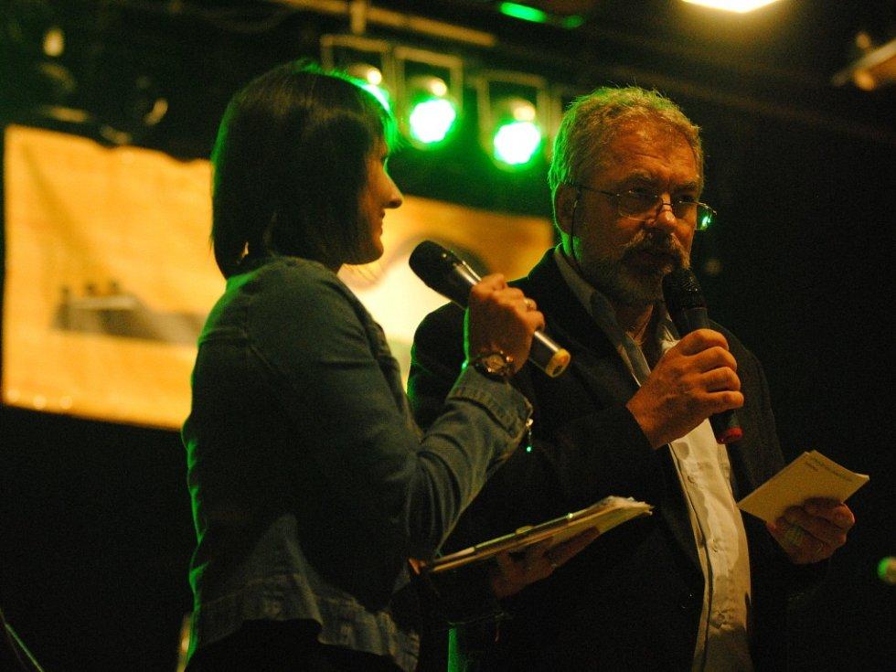 Stovky lidí viděly vystoupení soutěžících i hostů 47. ročníku Mezinárodního festivalu Porta 2013.