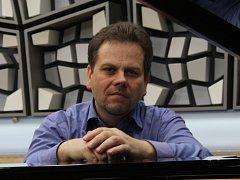 Jan Simon, klavírista a dirigent prestižních orchestrů.