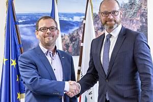 Ministr školství Robert Plaga na UJEP spolu s rektorem Martinem Balejem (vlevo)