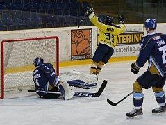 Hokejový zápas mezi Ústím a Kladnem.