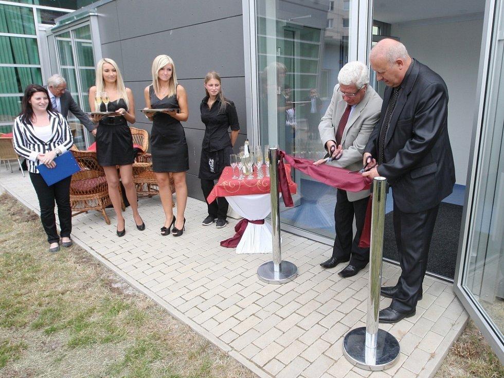 Na nové křídlo budovy záchranky dal Ústecký kraj 18 milionů korun. Vybavení včetně počítačů a monitorů pak stálo 44 milionů korun.