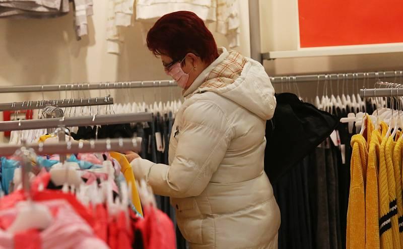 Rozvolnění vládních opatření umožnilo otevření obchodů s dětským textilem a obuví například v OC Forum v Ústí nad Labem