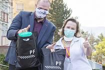 Ústecká univerzita pomáhá překonat postup pandemie koronaviru, činí tak na několika frontách.