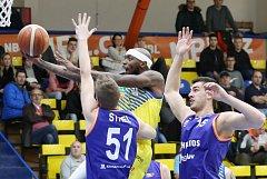 Basketbalové utkání mezi Ústím nad Labem a Helios Suns Domžale.