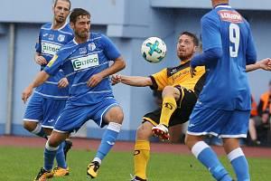 Fotbalisté Ústí (v modrém) se střetli v přípravě s Dynamem Drážďany.