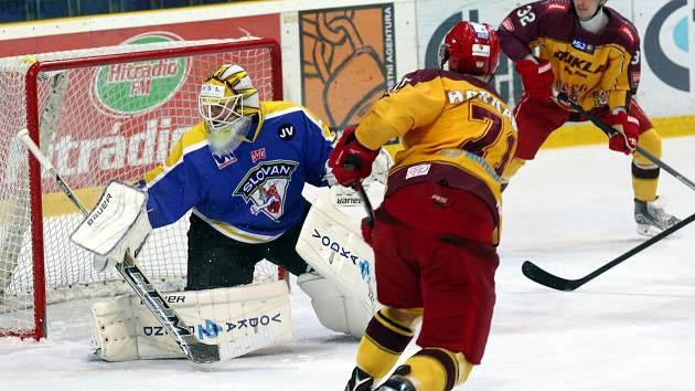 Ústečtí hokejisté (modro-žlutí) doma prohráli s Jihlavou 3:4.
