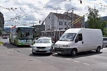 Dopravní nehoda zablokovala křižovatku Předmostí.