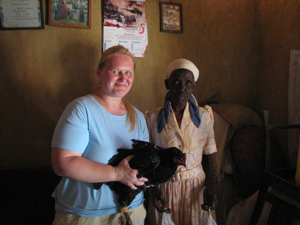 Paní Miriam darovala Radce slepici jako poděkování za užitečné rady.