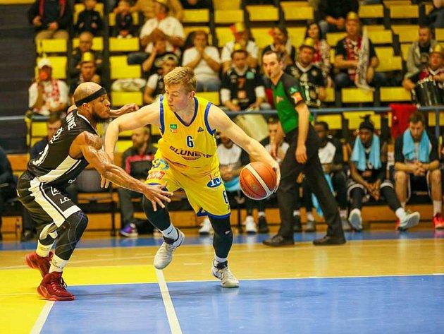 Basketbalisté Ústí nad Labem utržili od Nymburku další stobodový debakl.