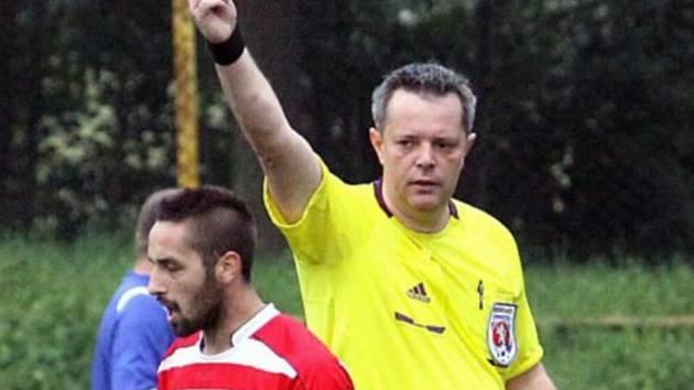 Mnozí hráči neznají pravidla a nechtějí je vysvětlit, říká fotbalový sudí Košťál
