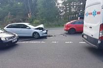 Na místě, kde zahynuli dva lidé, opět bourala dvě auta.