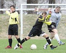 Z fotbalového utkání 1. B třídy Trmice - Povrly.