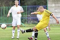 Fotbalisté Střekova (žluté dresy) doma porazili Blšany 4:1.