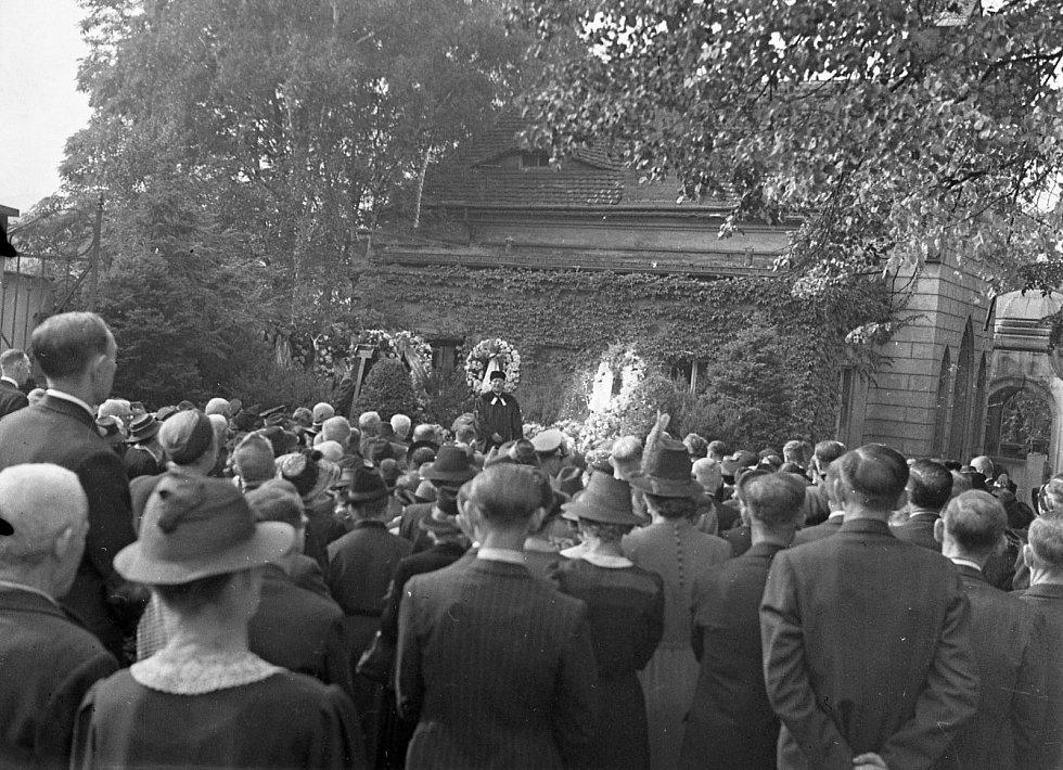 Slavnostní otevření kaple v Krásném Březně v roce 1903